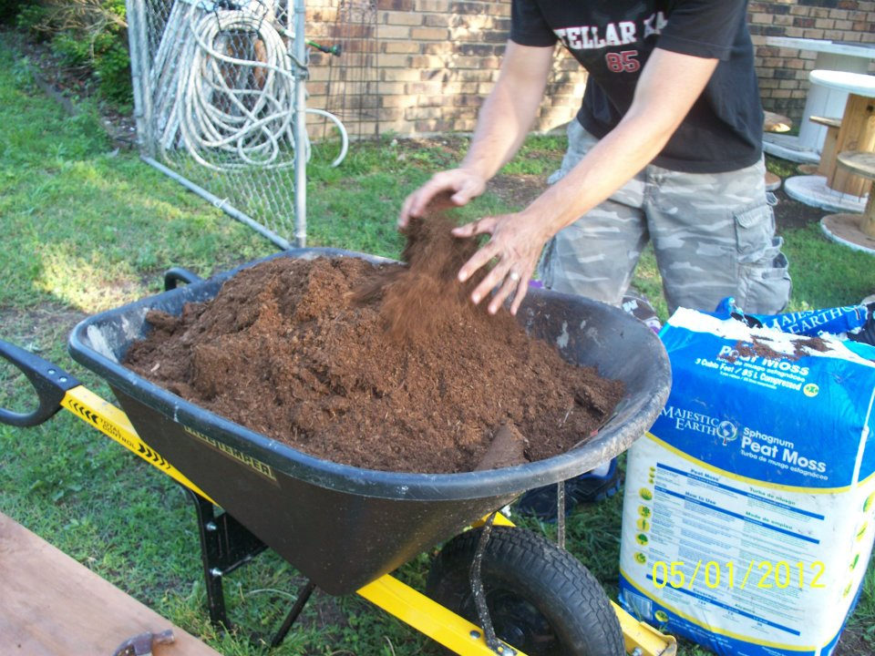 making soil mix for raised bed gardens