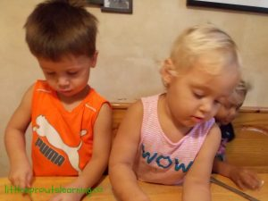 kids making applesauce