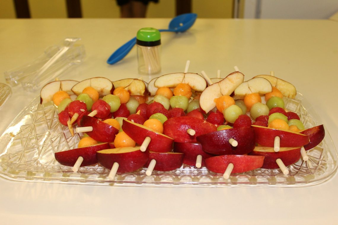 Cooking with kids does not have to be super difficult. This fun fruit kabob recipe can help kids get in the kitchen while still being easy for you!