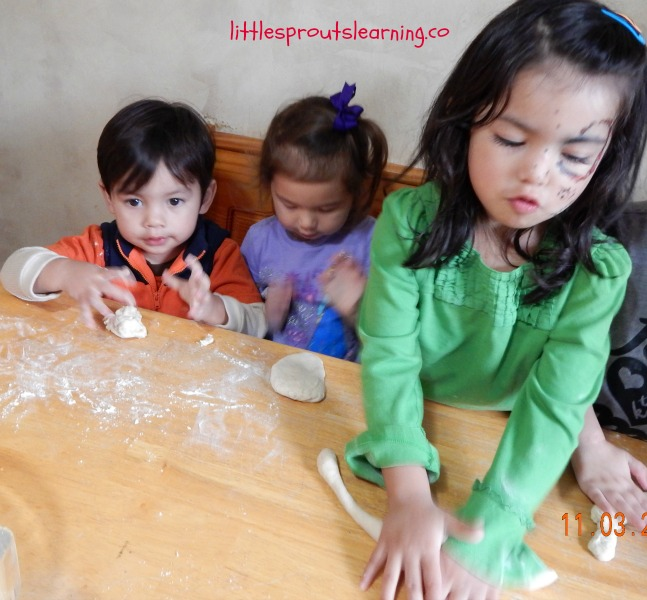 making pretzles with kids