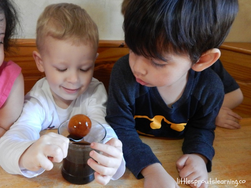 kids looking at an egg stained with soda