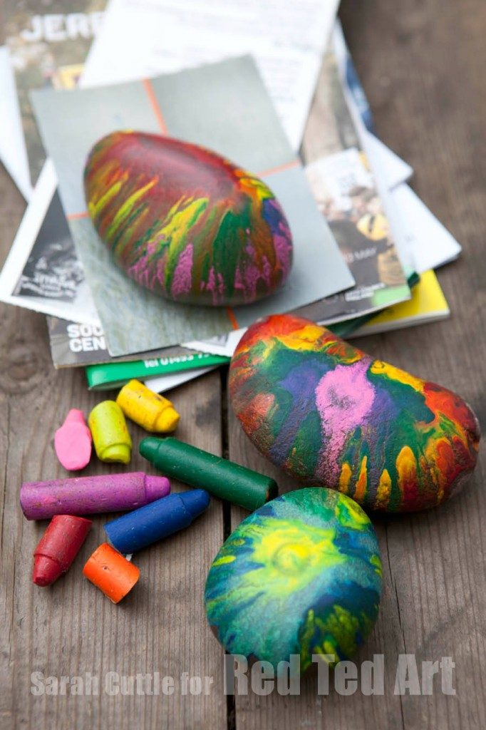 melted crayon decorated rocks for father's day gifts