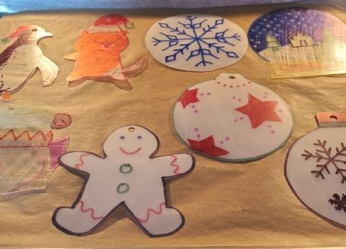 Shrinky dink Christmas ornaments are so much fun. I have fond memories of making Shrinky dinks and watching them shrink up in the oven.
