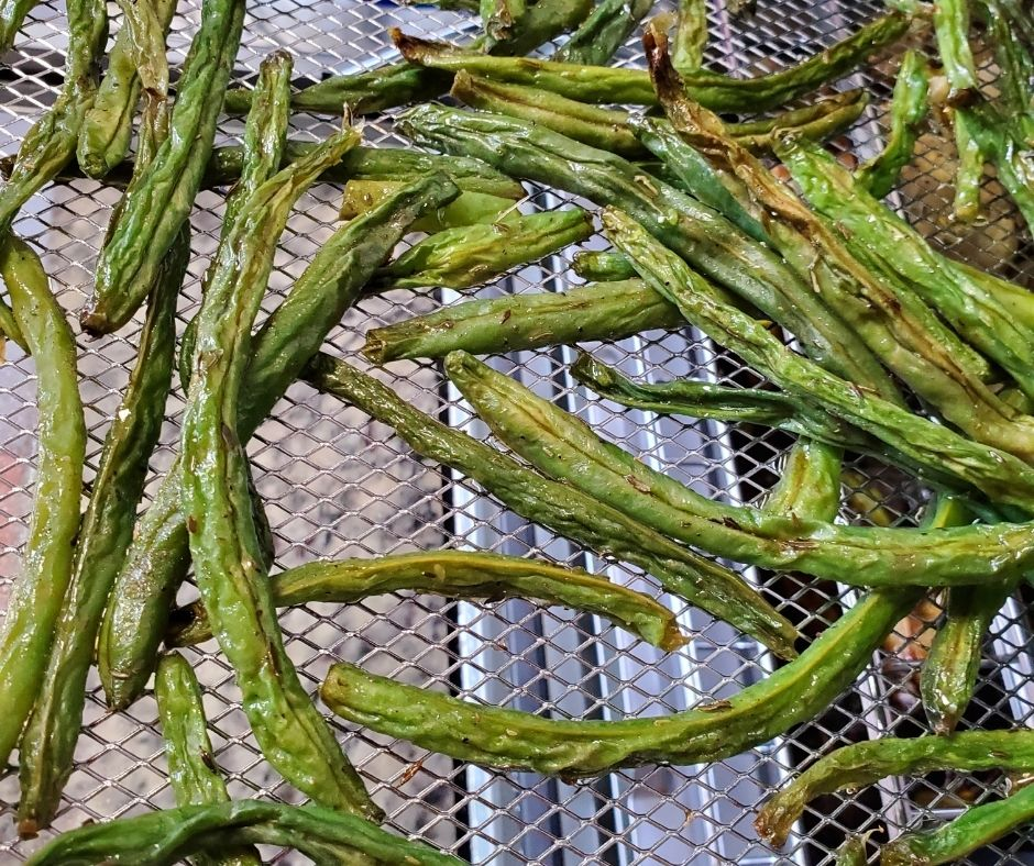 air fried green beans on the air fryer tray