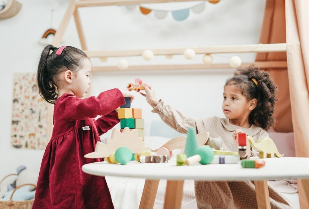 Kids cooperating with blocks at a table