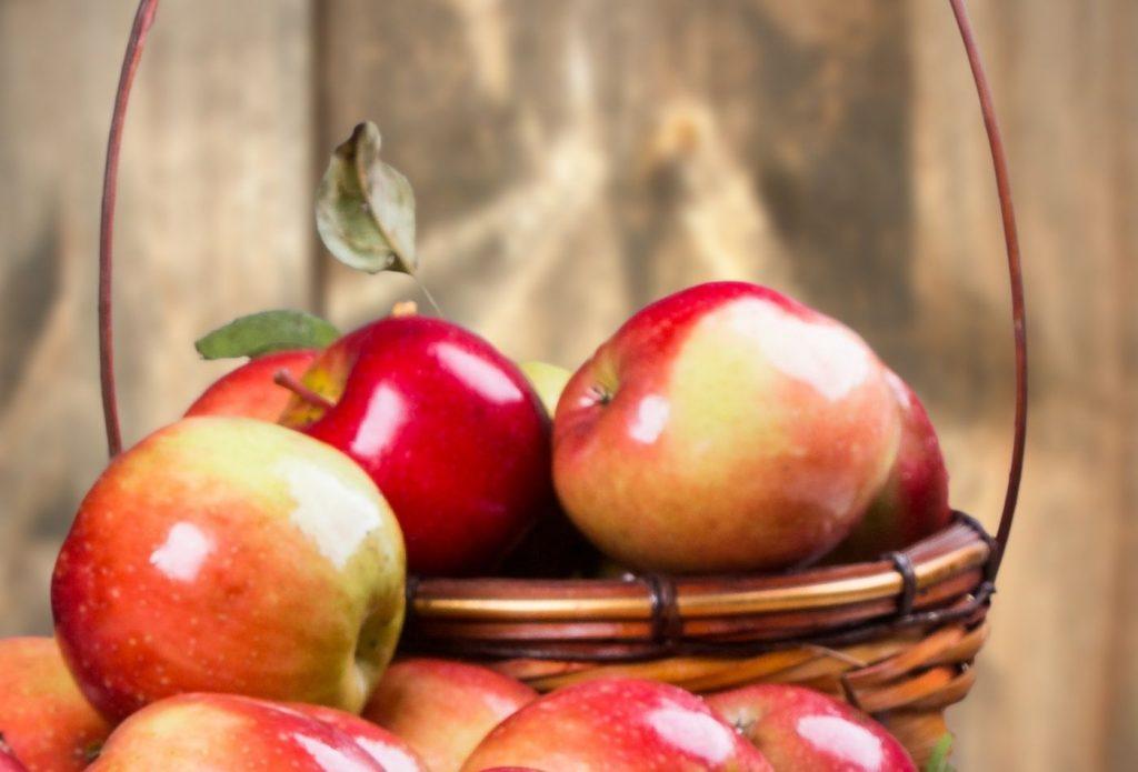 a basket of apples for kids to hunt