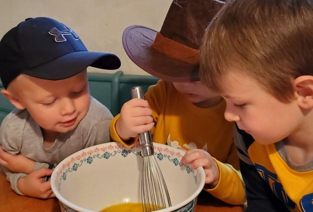 kids mixing pilgrim pumpkin pie recipe